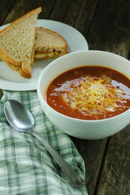 CROCKPOT CHILI WITH PEANUT BUTTER SANDWICHES