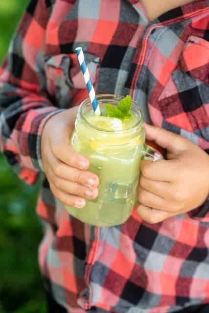 Camping mint lemonade