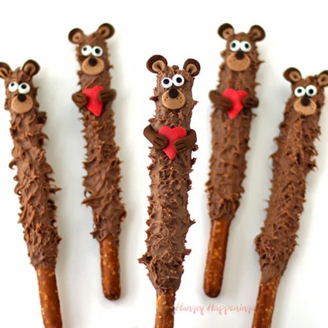 Valentines day teddy bear pretzel pops