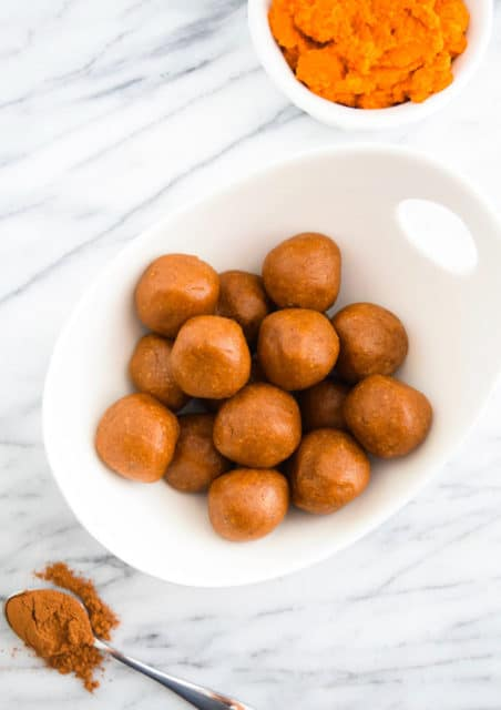 Vegan No-Bake Pumpkin Spice Energy Bites Recipe