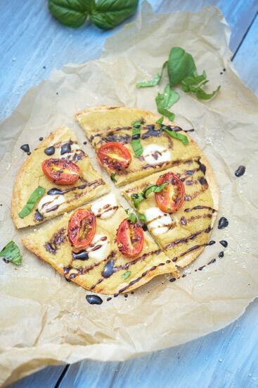 caprese-hummus-tortilla-pizzas