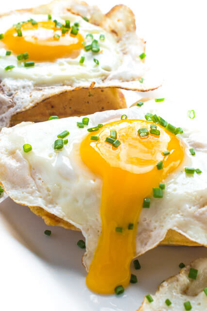 Cheddar-Chive-Breakfast-Waffles-with-Fried-Eggs-a-delicous-brunch-recipe