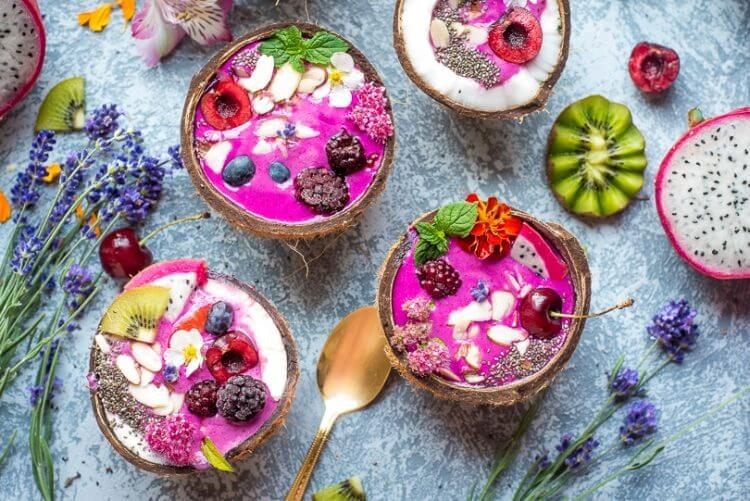 Dragonfruit smoothie bowl
