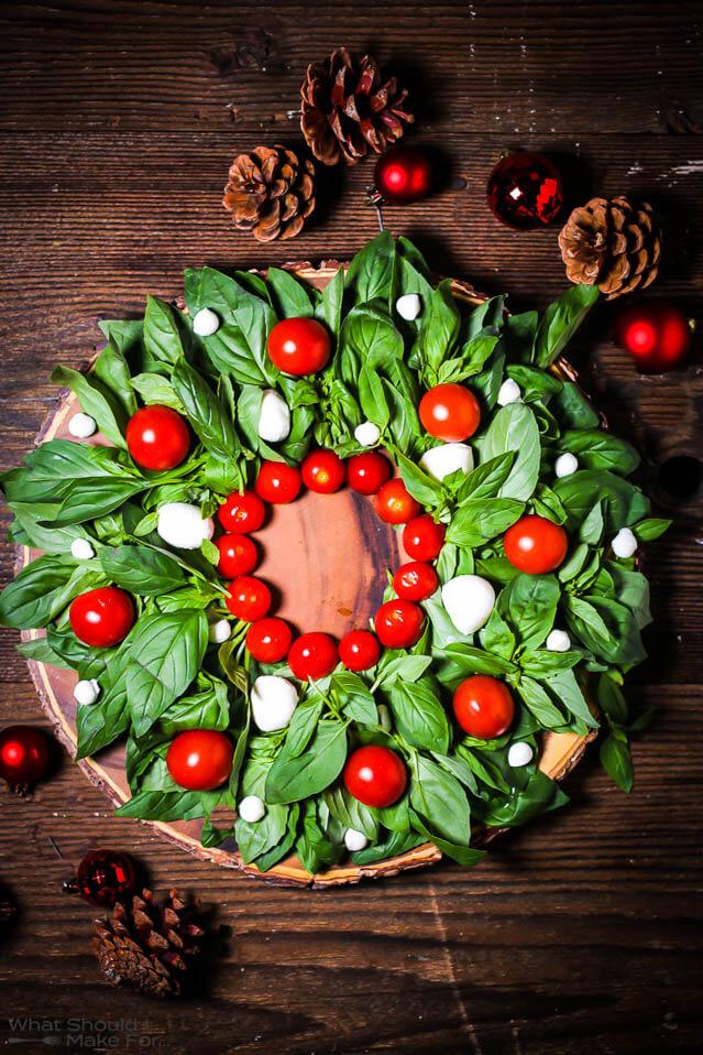 Christmas wreath caprese salad, Christmas Party food ideas