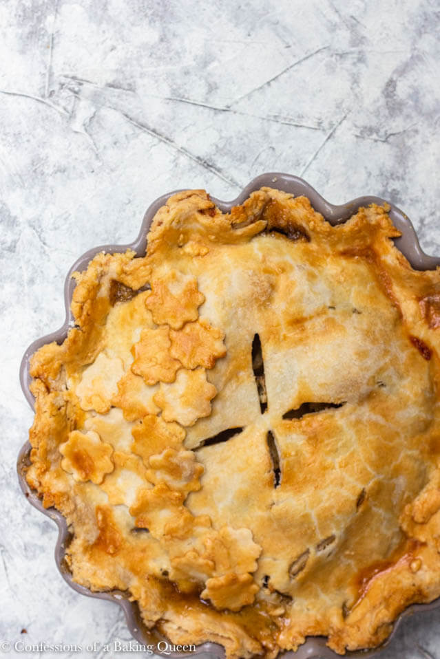 apple pie with cloves, Christmas party food ideas