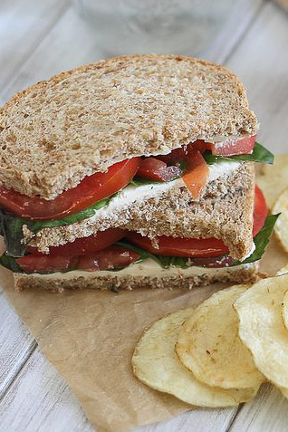 Cream-cheese-and-tomato-sandwich