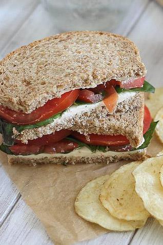 Cream-cheese-and-tomato-sandwich