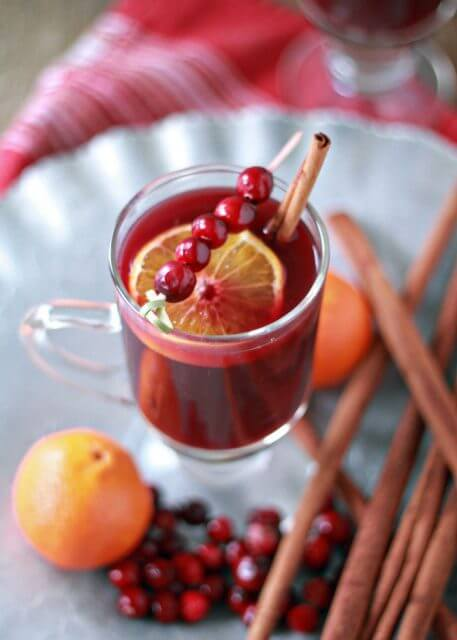 crock pot cranberry orange mulled wine, 15 COCKTAILS TO KEEP YOU WARM THIS WINTER