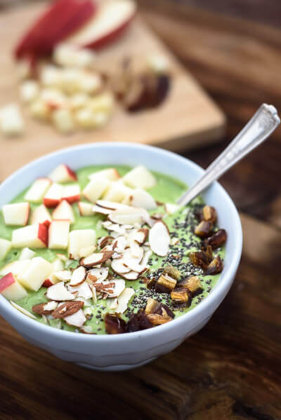 26 healthy st patricks day recipes naturally green the easy green smoothie bowl recipe forumfinder Image collections