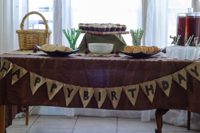 camping-party-table