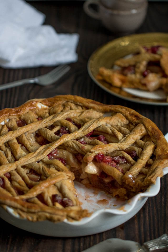 gingerbread apple cranberry pie, cranberry recipe roundup
