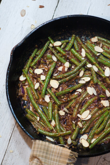 Creamy Stovetop Green Beans-- This one pan recipe pairs fresh green beans with a creamy sauce made with caramelized red onions, garlic, cream, and butter. Top it with crunchy sliced almonds.