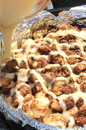 dutch-oven-caramel-apple-pie