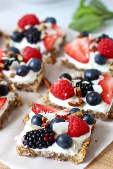 gluten-free-berry-fruit-pizza