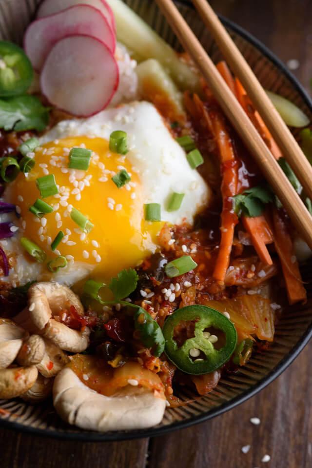 korean-rice-bowl-runny-egg