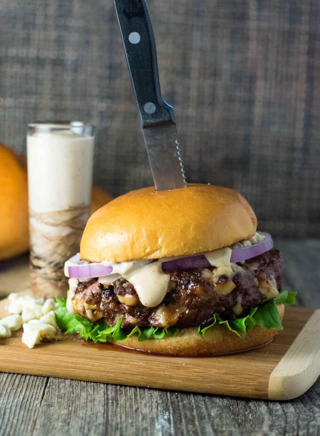 balsamic peppered mayo burger