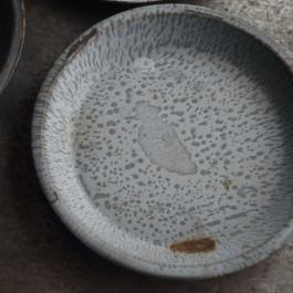 vintage-enameled-pie-plates